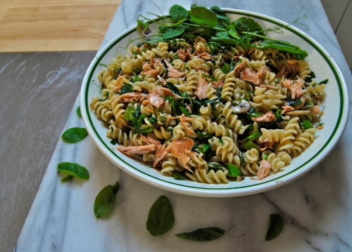 spring pasta with salmon and peas
